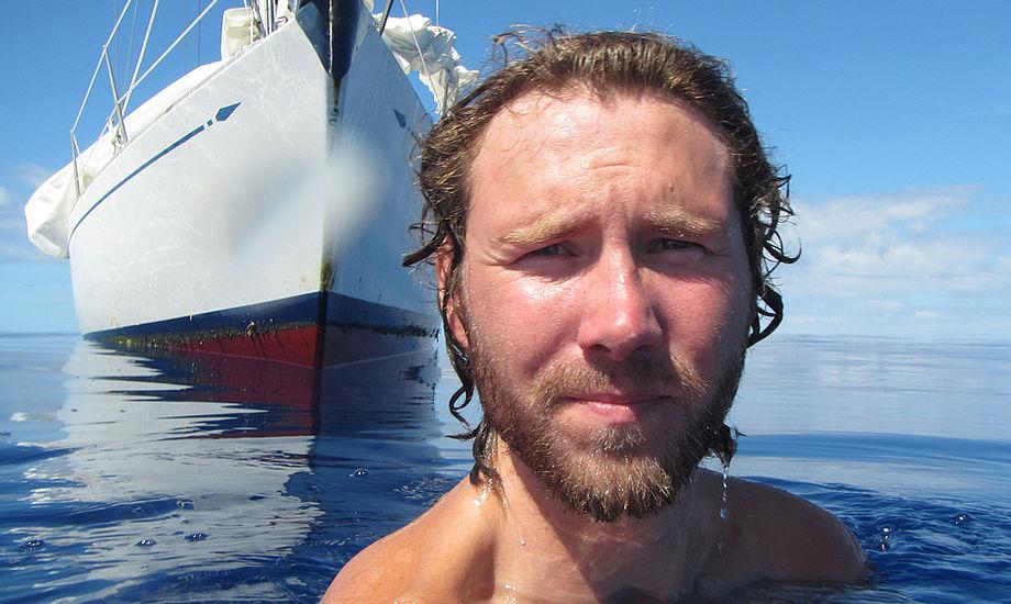 Selfie på Atlanterhavet. Christian sejlede 29.254 sømil før han knækkede masten i den Engelske Kanal. Han sejlede 112,5 sømil per døgn og havde en gennemsnitsfart på 4,69 knob jorden rundt. Foto: Liebergreen