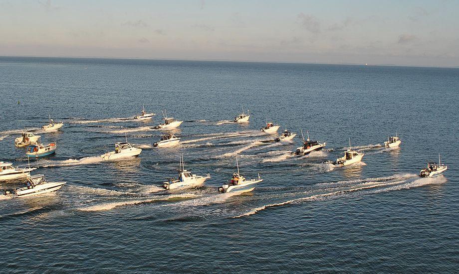 Det 9. DM i Fladfisk har base i den lille Onsevig Havn på Nordvestlolland. Stævnet, der forløber over to dage, går ud på at fange fladfiskearterne rødspætte, ising, skrubbe og pig/slethvar.
