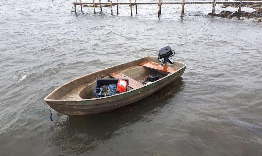Det er denne båd, der mandag formiddag blev fundet drivende i Svendborgsund. Foto: Fyns Politi / Twitter