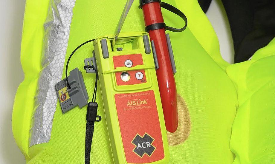 Den personlige nødsender AISLink MOB er vandtæt ned til ti meter. Foto: Watski