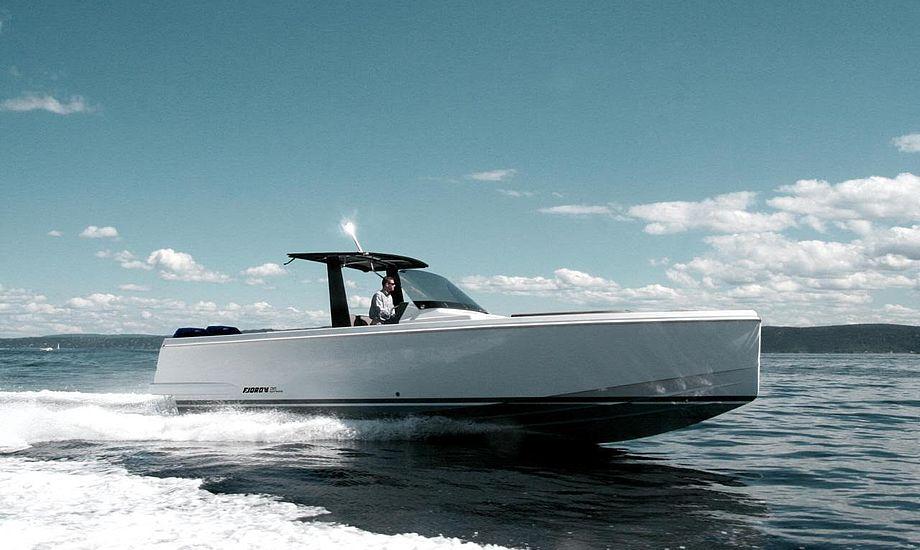 Der kan højest være 12 personer ombord på den nye Fjord 36 xpress. Foto: PR-foto