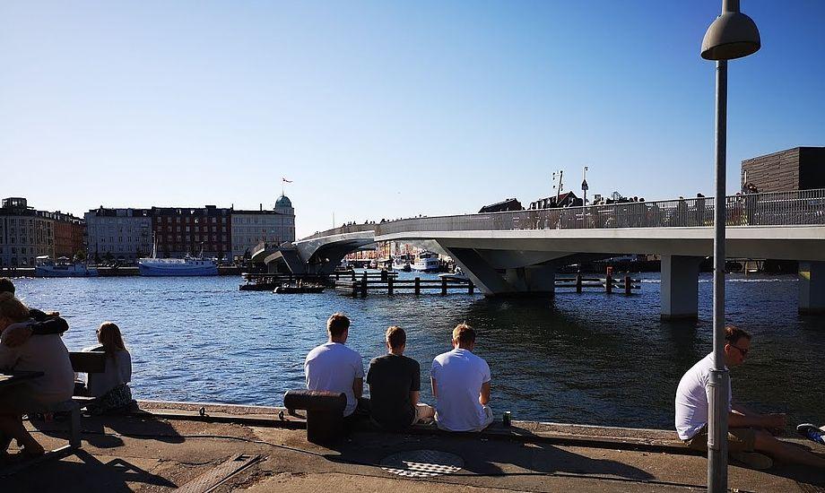 Det går bedre i København efter at vandscooter-sejlere nu får opsyn fra politiet. Foto: Troels Lykke