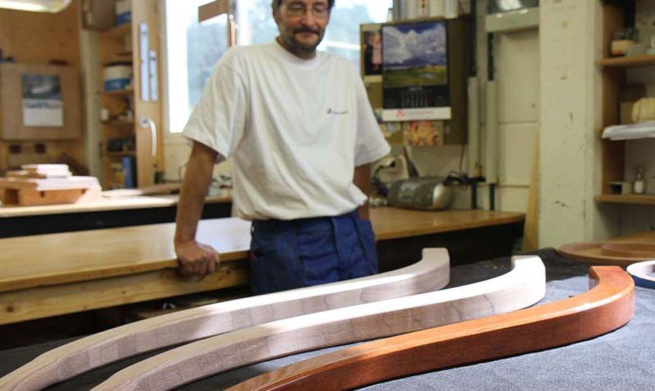 Håndværkerne på Hallberg Rassy er med rette stolte over deres håndværk. Foto: Troels Lykke