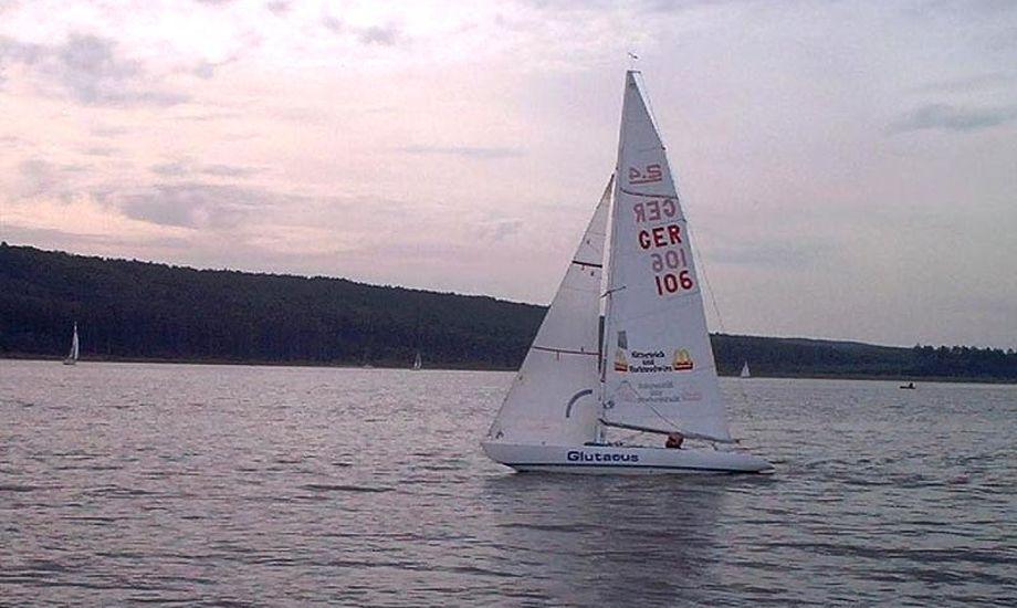 """Du skal ikke medbringe egen båd, de stilles til rådighed af Hvidovre Sejlklub """"Suset"""". Foto wikipedia"""