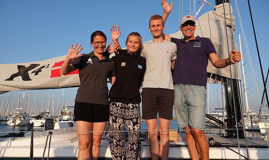 X4.3 besætning ses her i Caribien. Fra venstre: Sophie, Sara, Emil og Kim. Privatfoto