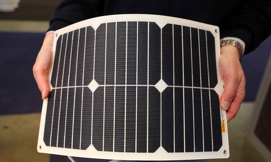 Energien ind i solcellen og ud igen til batteriet afhænger af solcellens temperatur, hvor meget solen skinner, hvor ofte der kommer skyer for solen, samt naturligvis hvor tomt batterie er. Foto: Troels Lykke