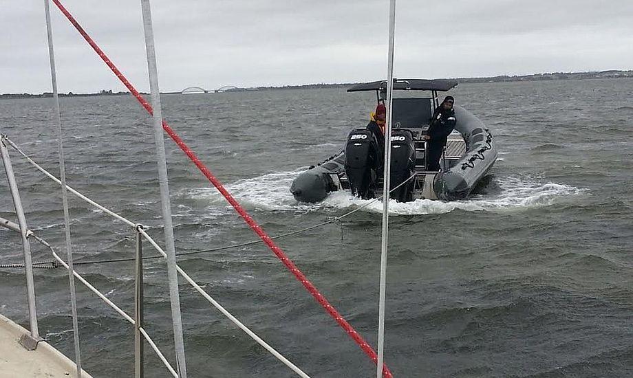Arnes SAR-båd med 2x250 hk er på hårdt arbejde. Foto: Bøje Larsen