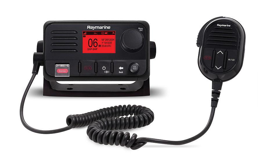 Ray53 er en fuldt fungerende VHF-radio med D-klasse Digital Selective Calling (DSC) og en integreret GPS-modtager. PR-foto