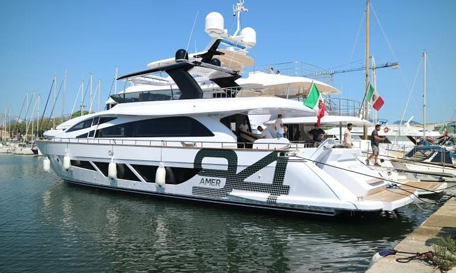 Amer Yachts har produceret både i 45 år. Seneste skud på stammen er denne Amer 94 Twin. Foto: Amer Yachts / Facebook