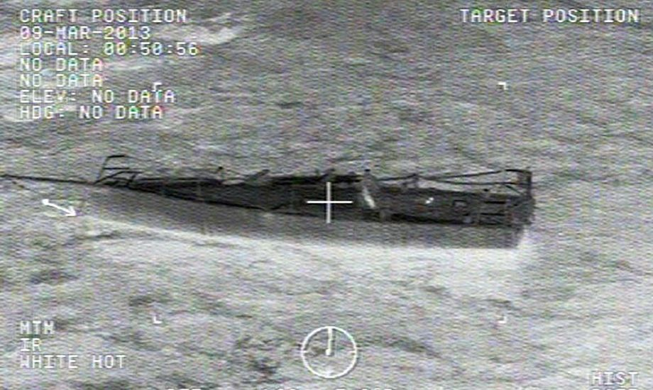 Rester af den båd, hvor en 36-årig familiefar omkom ved Californiens kyst. Foto: US Coast Guard