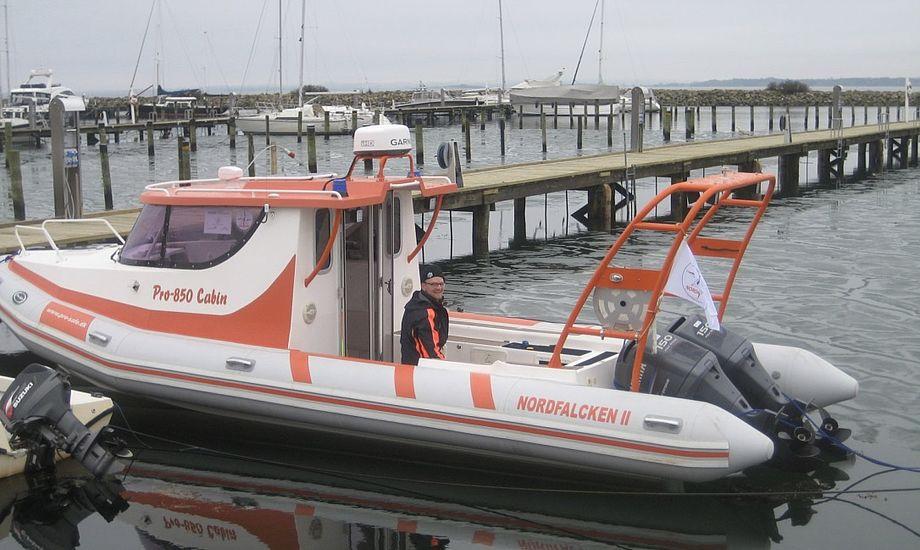 Den nye redningsbåd ligger, modsat den foregående, fast i vandet. Foto: Egå Marina / Facebook