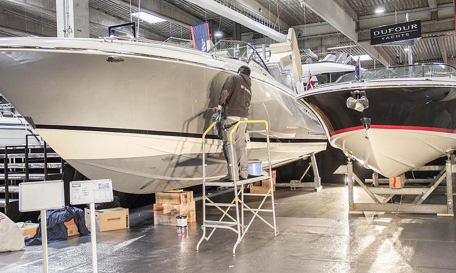Udstillingens dyreste båd, en Chris Craft 36 til 5,2 millioner kroner, skal naturligvis tage sig godt ud.