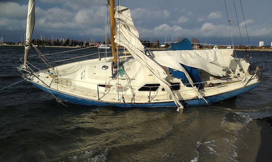 Hos Lyngby Radio sidder endnu to radiooperatører og én vagtchef klar til at modtage sejleres mayday-kald på kanal 16. I 1980'erne var der op til 100 ansatte. Foto: Morten Vinther