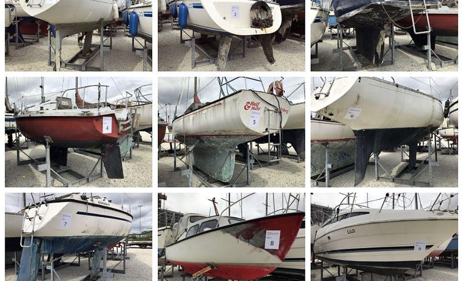 En række forskellige både er efterladt på havnen i Vejle. Foto: Vejle Havn