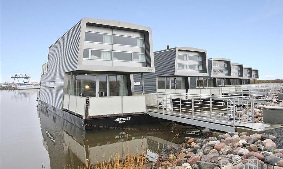 """Der ligger i alt ni husbåde i den såkaldte """"Gammel Havn"""" i Bork. Foto: Birthe Høst"""