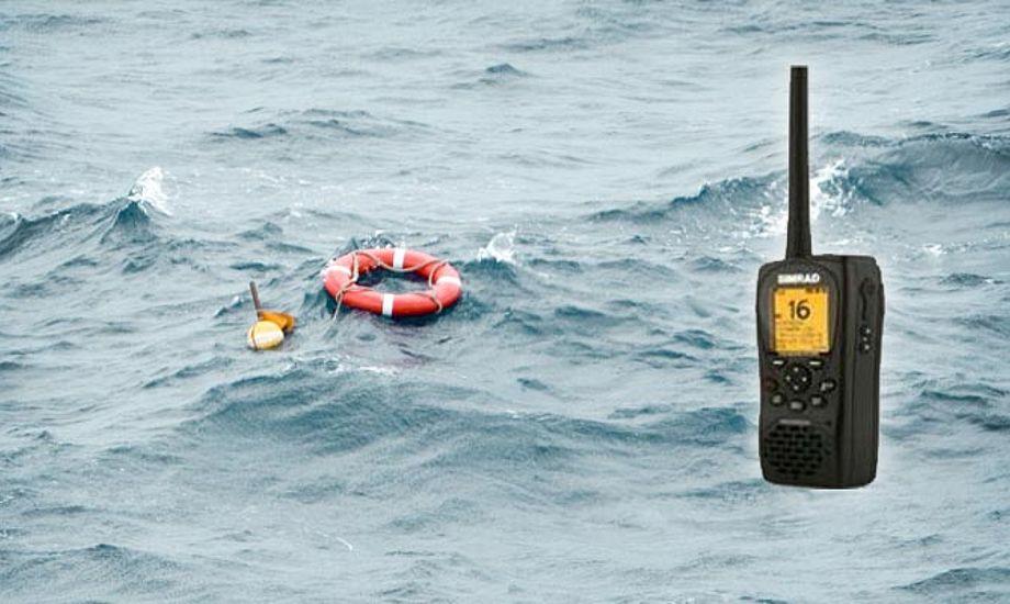 Med en bærbar VHF kan nødopkaldet klares med tryk på en knap.
