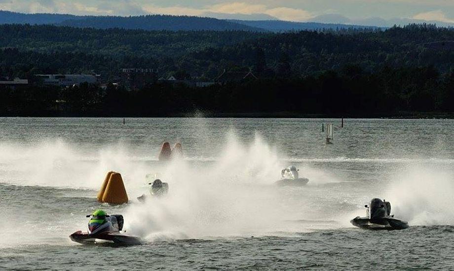 Der vil blive kæmpet til det sidste under VM-sejladserne i Aalborg. Foto: Powerboat Danmark