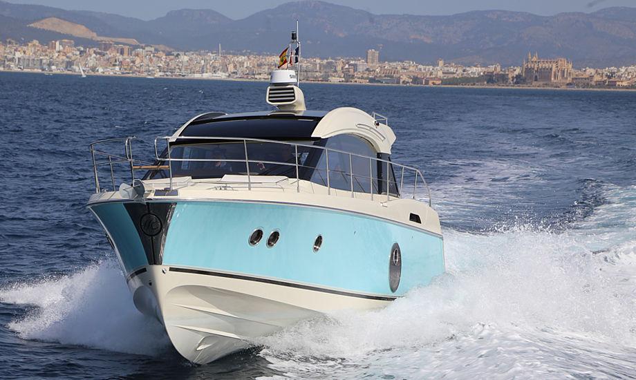 Monte Carlo MC 4 S er for sejleren, der går efter god stil i et tidløst design, men også sejleren, der ønsker at kunne komme frem til næste havn på kort tid.