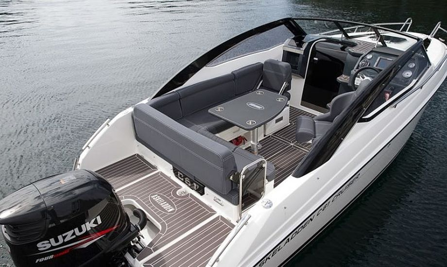 Askeladden C61 Cruiser men kan også fås som åben bowrider.
