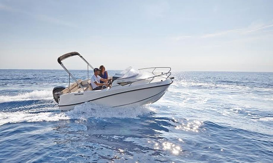 Køb billet online til Boat Show 2017 i Fredericia og deltag i konkurrencen om denne Quicksilver 455 Cabin fra Jørgensen & Dahl A/S, komplet med bådtrailer fra Brenderup. Foto: Boat Show