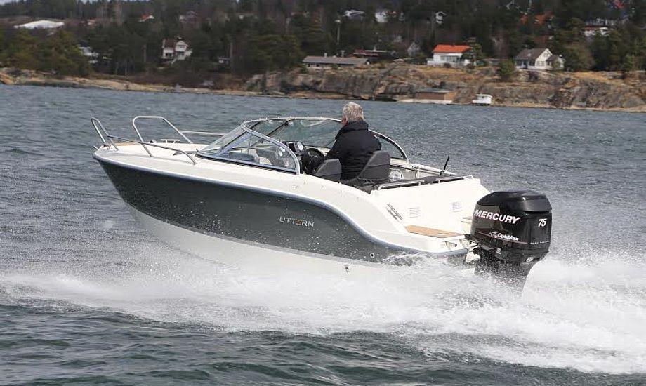 topfarten fra den svenske båd var 27,8 knob på Oslofjorden. Her slugte motoren 21,1 liter i timen. Fotos: Troels Lykke
