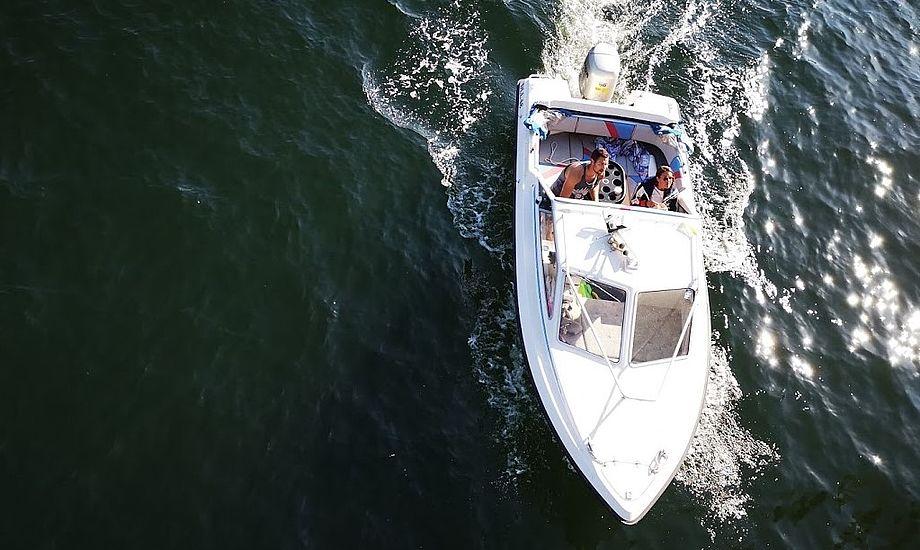 Her ses en motorbåd med påhængsmotor i Københavns Havn i maj måned i år. Foto: Troels Lykke