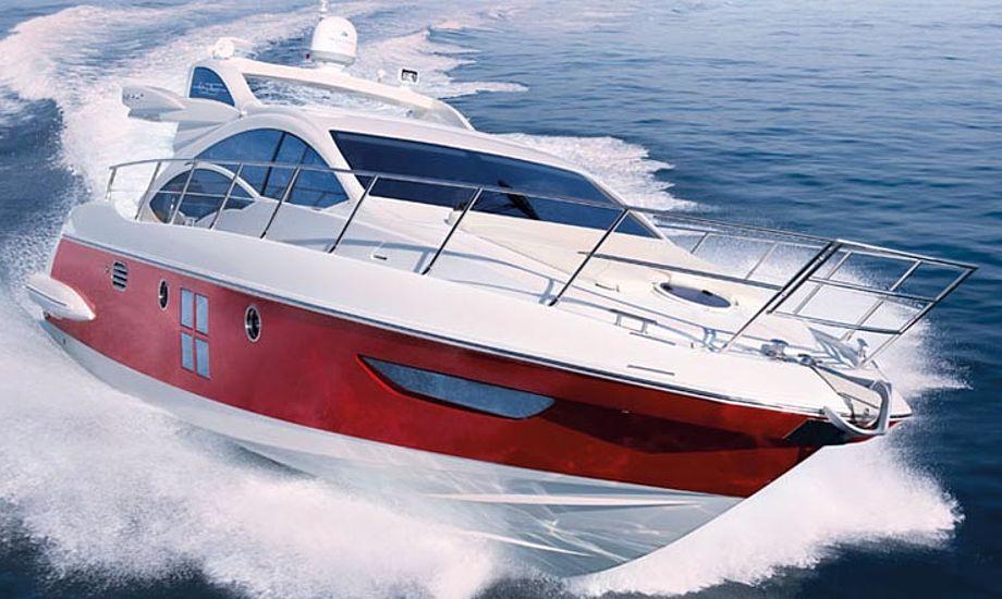 Azimut 43S er den sporty lillebror. Testbåd koster over 6 mio. kr.