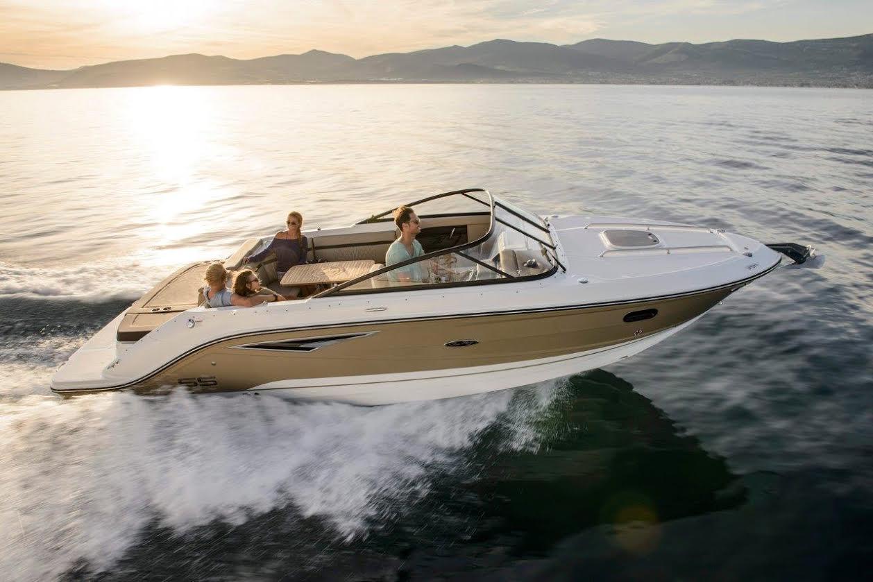 Sea Ray 250 Sun Sport er afløseren for den populære 240 Sun Sport. Foto: PR-foto